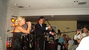 ecc-thomas-wedding-microphone-in-crowd