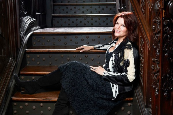 RosanneCash#2stairs