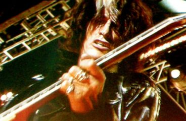 Aerosmith's Joe Perry Collapses on stage!